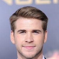 Liam Hemsworth S Straight Side Parting Mens Hairstyles From Ghd