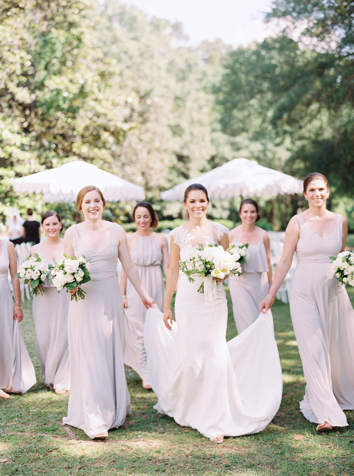 A Romantic Al Fresco Wedding Overflowing With Southern Charm At Wavering Place Southern Wedding Inspiration Southern Wedding Spring Wedding [ 1600 x 1191 Pixel ]