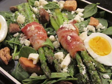 """BACON-WRAPPED ASPARAGUS SALAD ~ This recipe was inspired by Bacon Nation's """"Bacon-Wrapped Asparagus With Mixed Greens."""" Though I'm sure it's meant to be more of a side salad than a meal, I adapted it and served it as an entree. Granted, my guys still left the table a bit hungry, but they were otherwise satisfied. Hey, room for dessert! P/S: Mine had the blue cheese treatment–even better :)"""