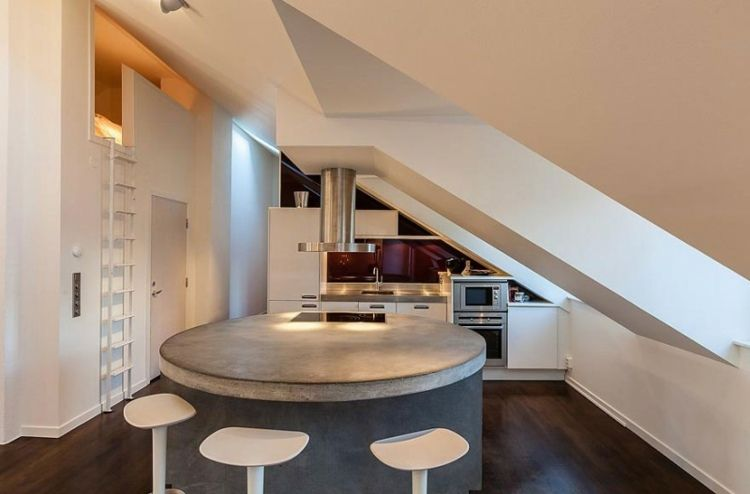 k che mit dachschr ge und runder beton kochinsel ausbau. Black Bedroom Furniture Sets. Home Design Ideas