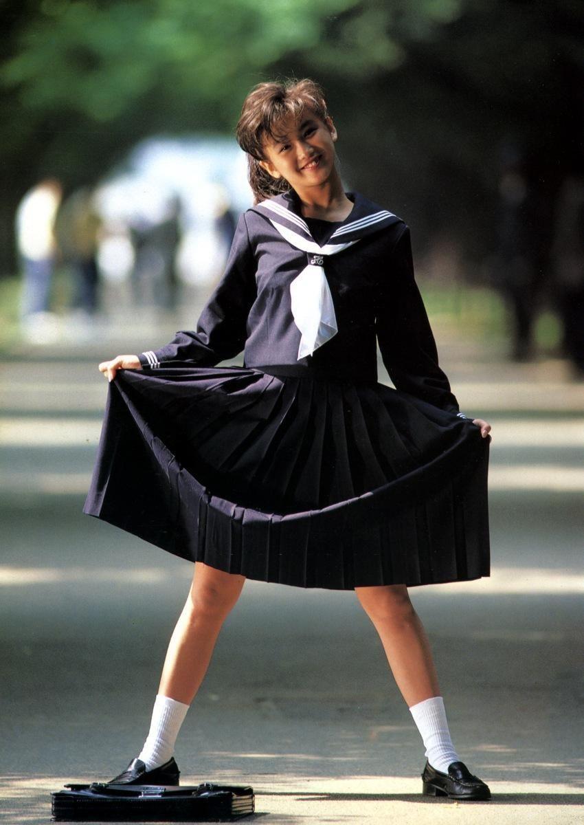 アイドル級のパイパンのロリ高校生が下半身…成長期の太ももが強烈にエロいな画像