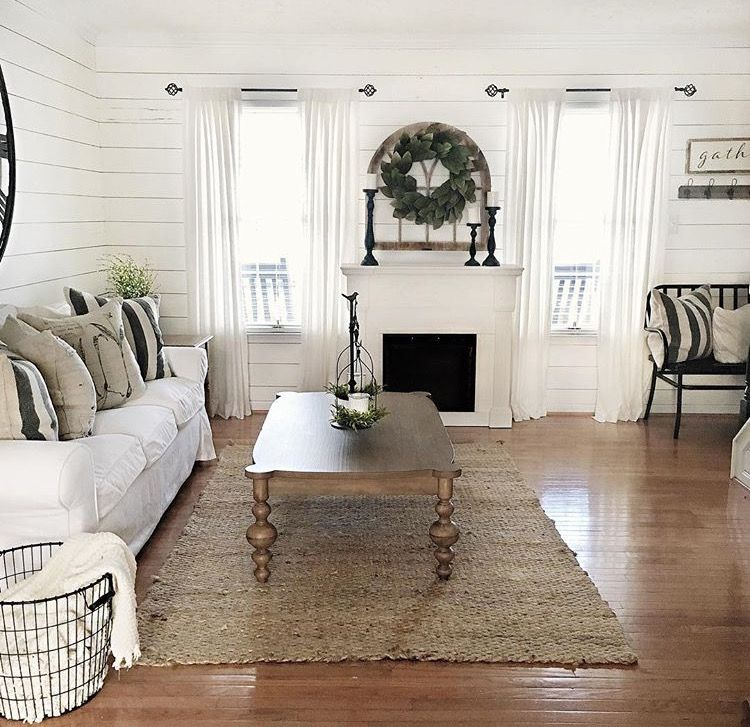 Modern Farmhouse Small Living Rooms: Shiplap For Living Room!