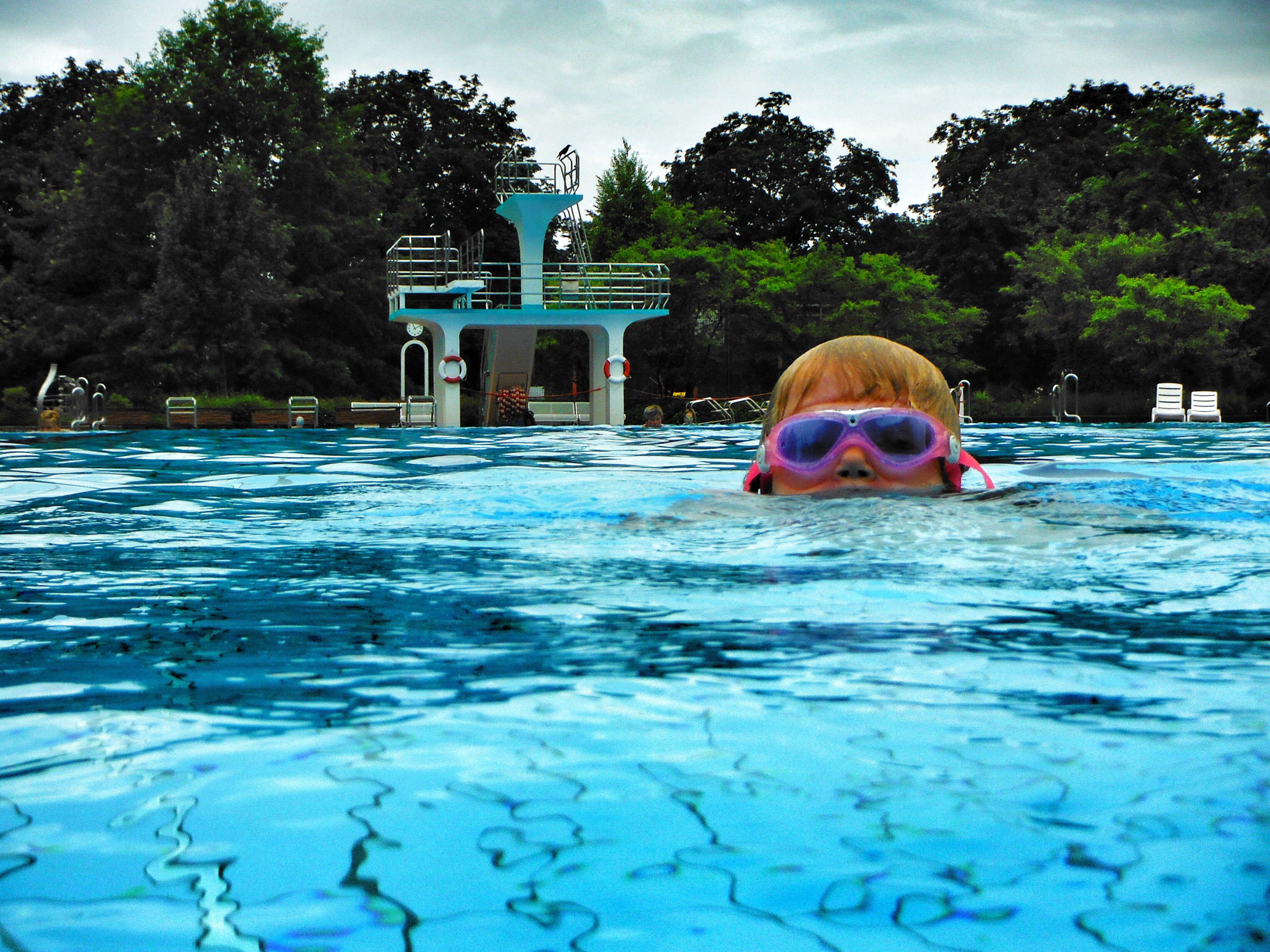 Mit tagen ins schwimmbad