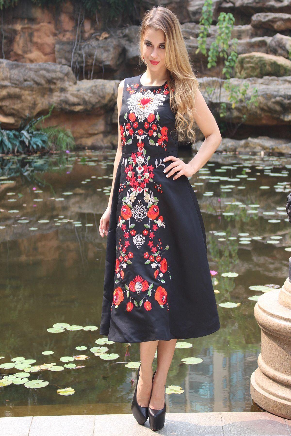 Classy Dress Black Dress With Embroidered Flowers 1000 Classy Dress Elegant Dresses Classy Vintage Classy Dress Elegant [ 1800 x 1200 Pixel ]