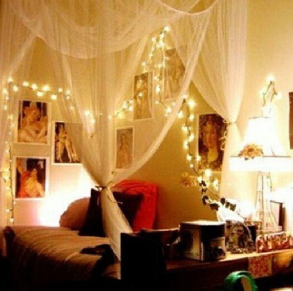 Romantisches himmelbett mit lichterkette  Himmelbett | Home | Pinterest | Himmelbett, Wohnungsdekoration und ...