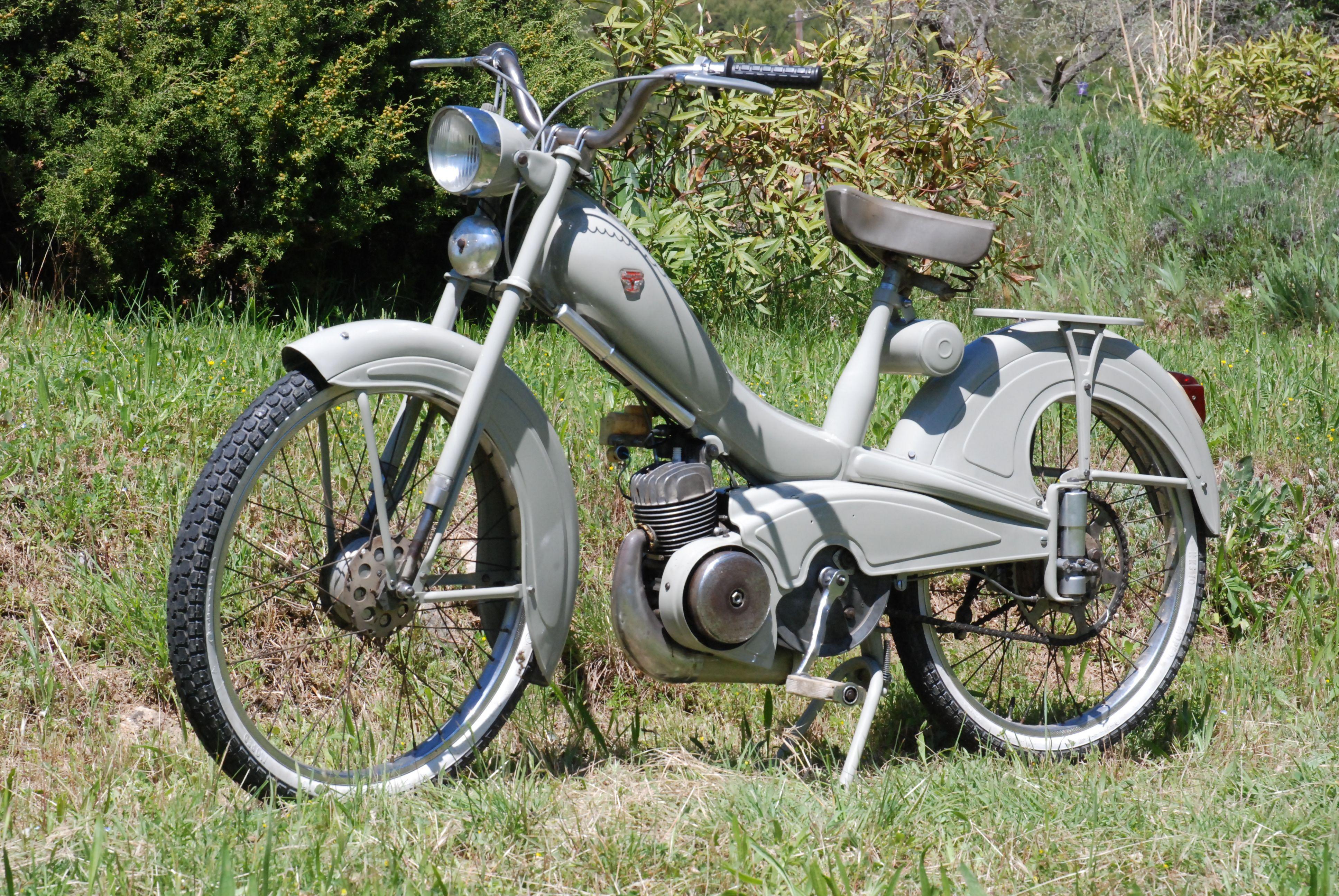 Mobylette av78 mobylette pinterest mopeds for Garage peugeot bobigny