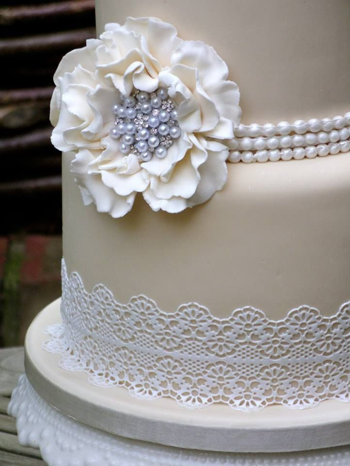 pearls and lace wedding cakes - Google Search | wedding stuff ...