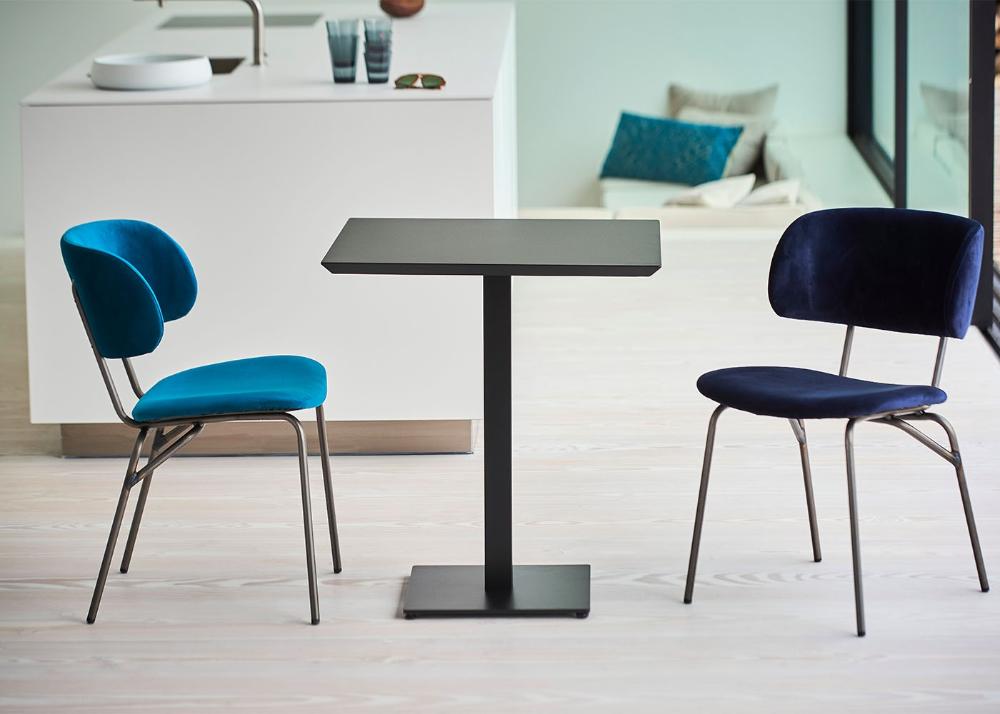 Chaise De Bureau Ou Salle D Attente Design En Bois Et Velours Giulia Par Jankurtz En 2020 Chaise Bureau Decoration Maison Table Et Chaises
