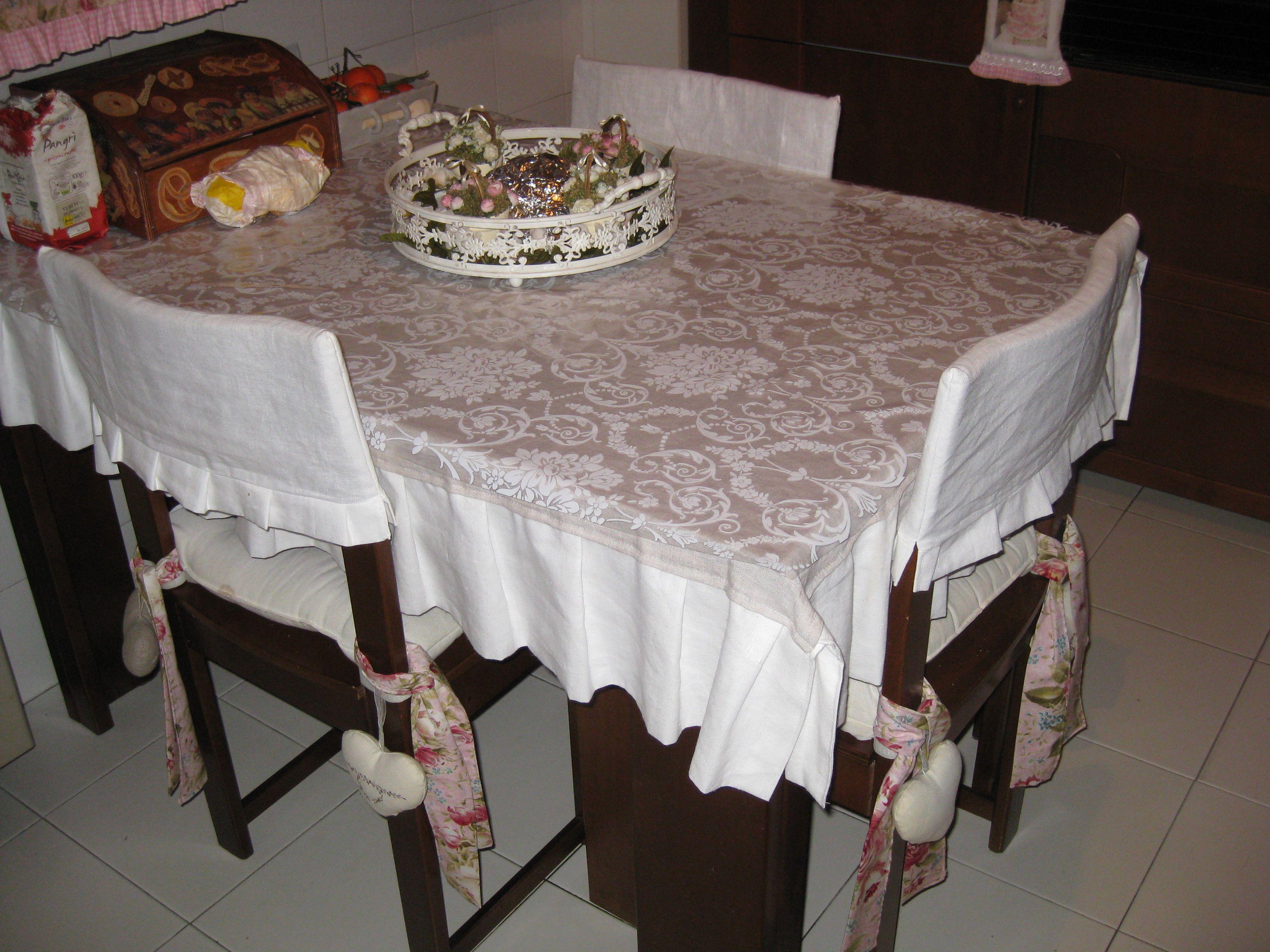Coprisedie Bianchi ~ Tovaglia e coprisedie in lino coprisedie cuscini