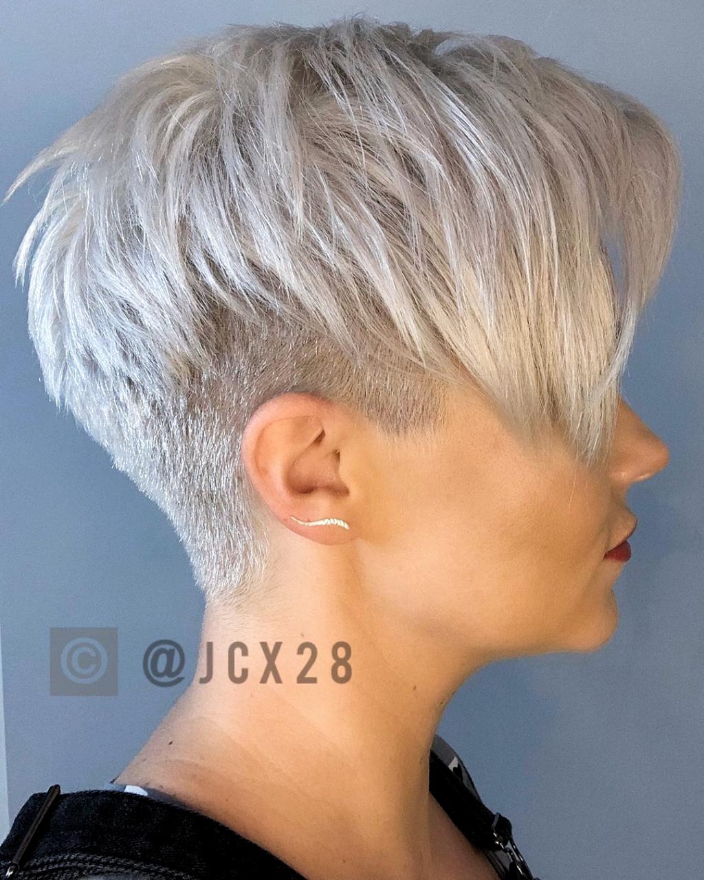 Wie Finde Ich Den Richtigen Kurzhaarschnitt Fur Mein Gesicht In 2020 Frisuren Kurze Graue Haare Haarschnitt Kurze Haare Haarschnitt Kurz