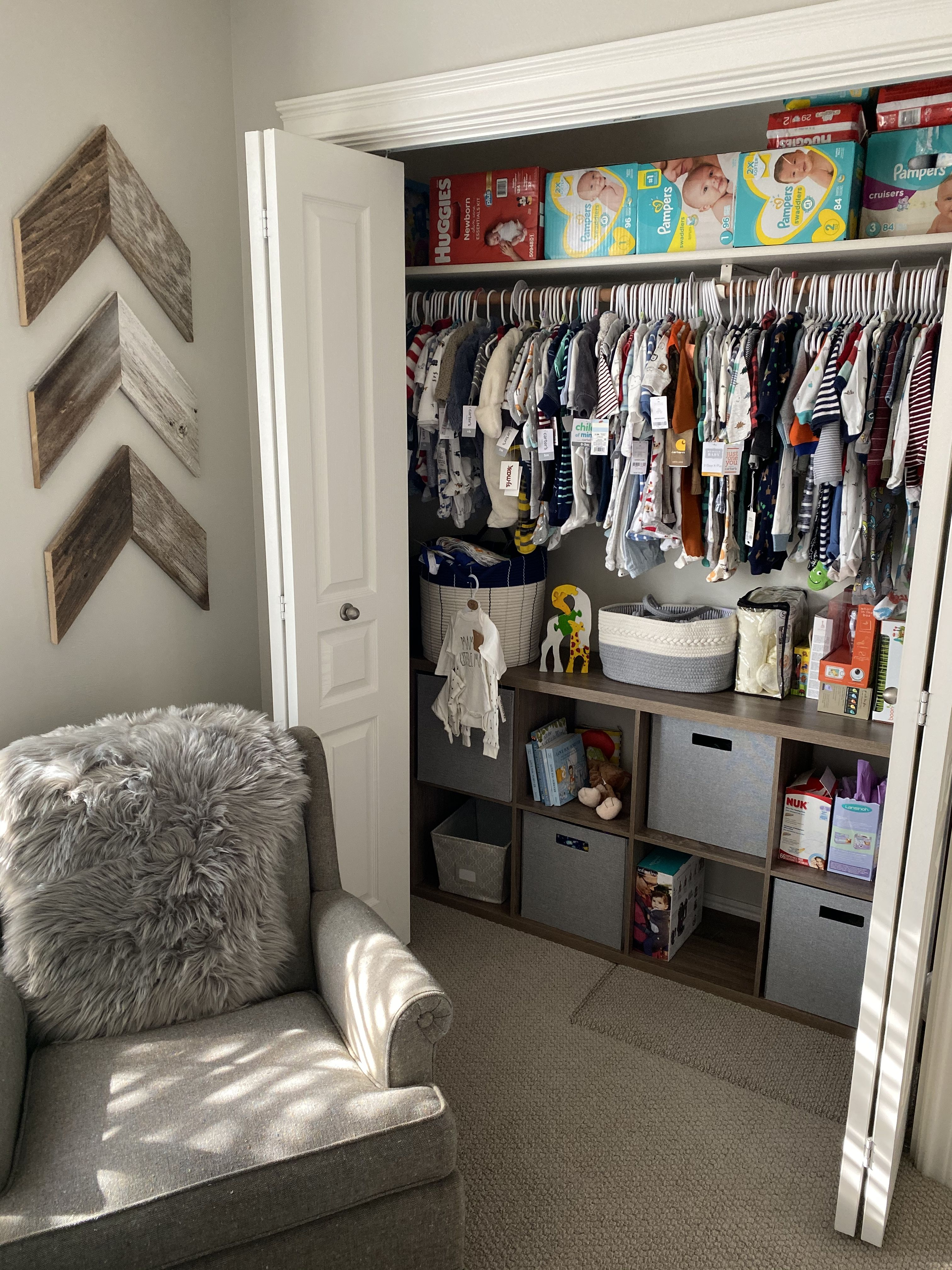 Baby Boy Closet: Baby Closet With Chevron Signs And Cubical Organizer