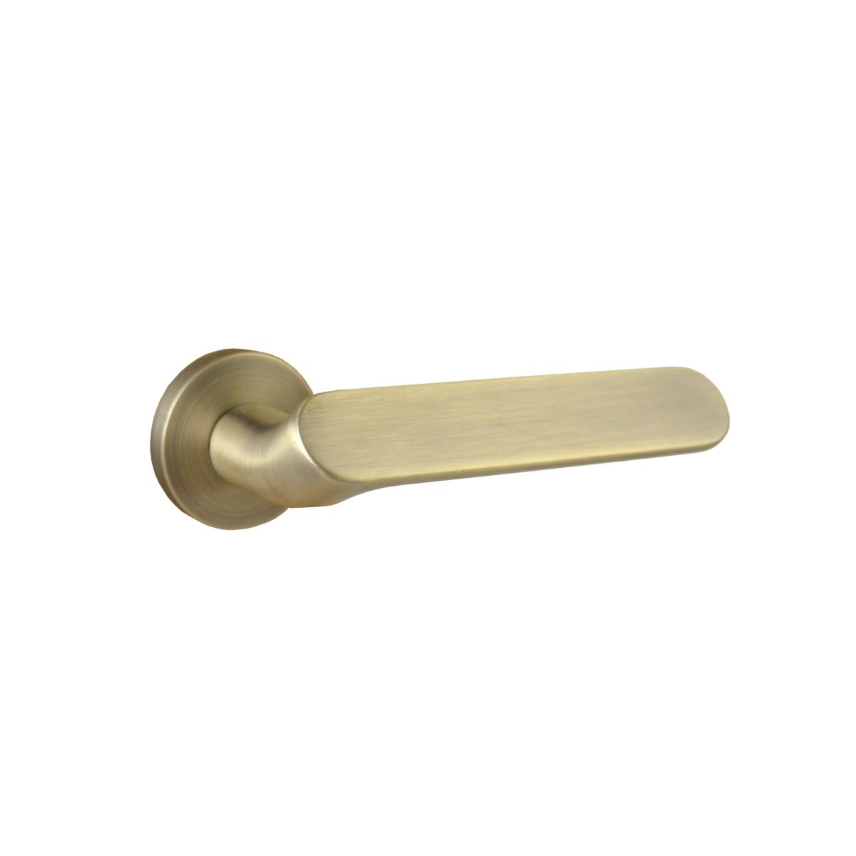 Cinka Internal Privacy Door Handle 8211 Brushed Brass In 2020 Door Handles Internal Door Handles Bathroom Interior