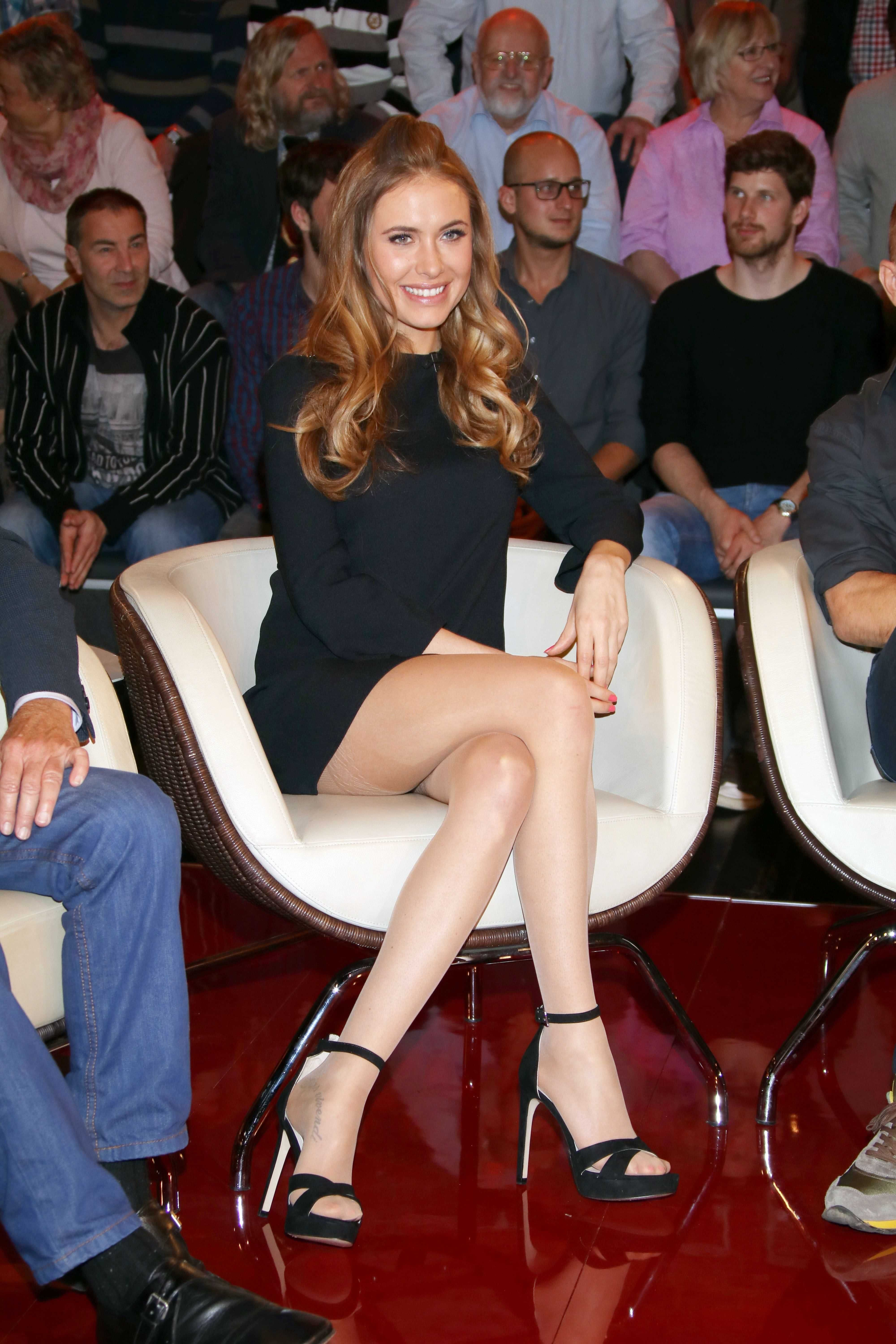 Are actresses that like to wear pantyhose thought differently