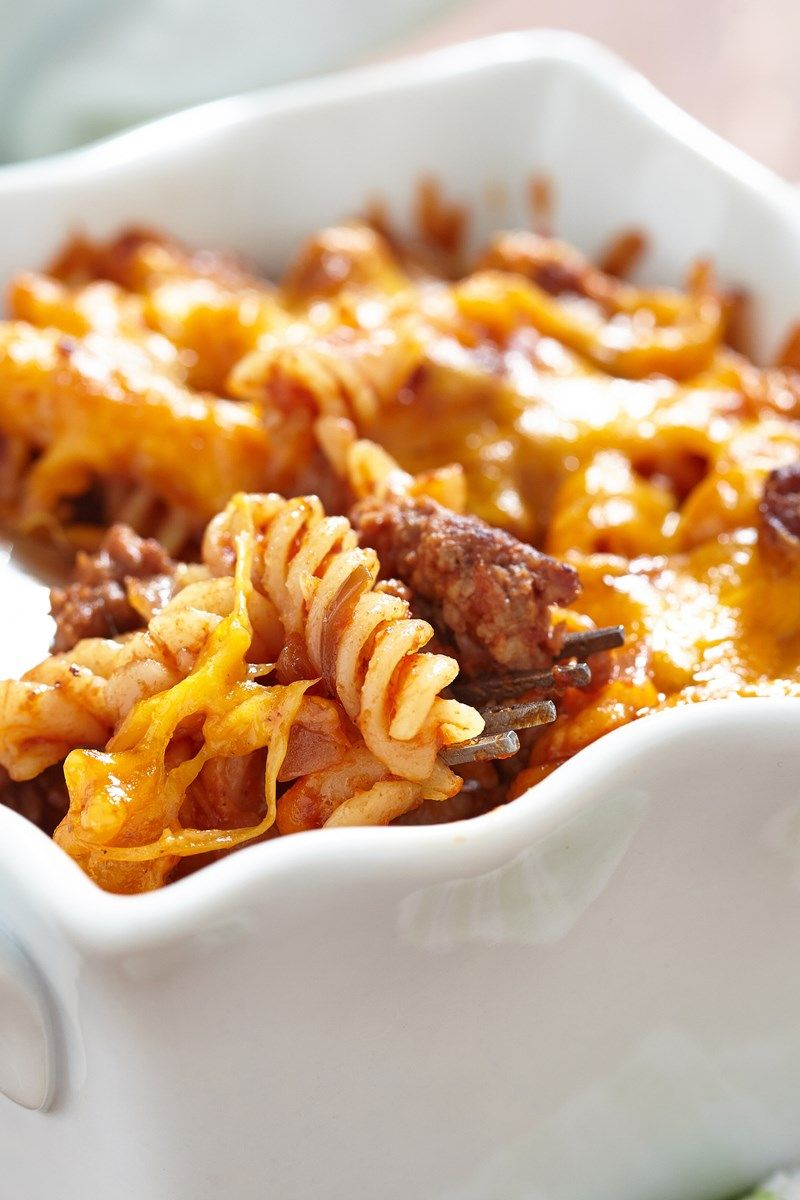 Cheesy Ground Beef Noodle Casserole Recipe With Onion Garlic Tomato Sauce Cream Cheese Ground Beef Noodle Casserole Beef Noodle Casserole Beef And Noodles