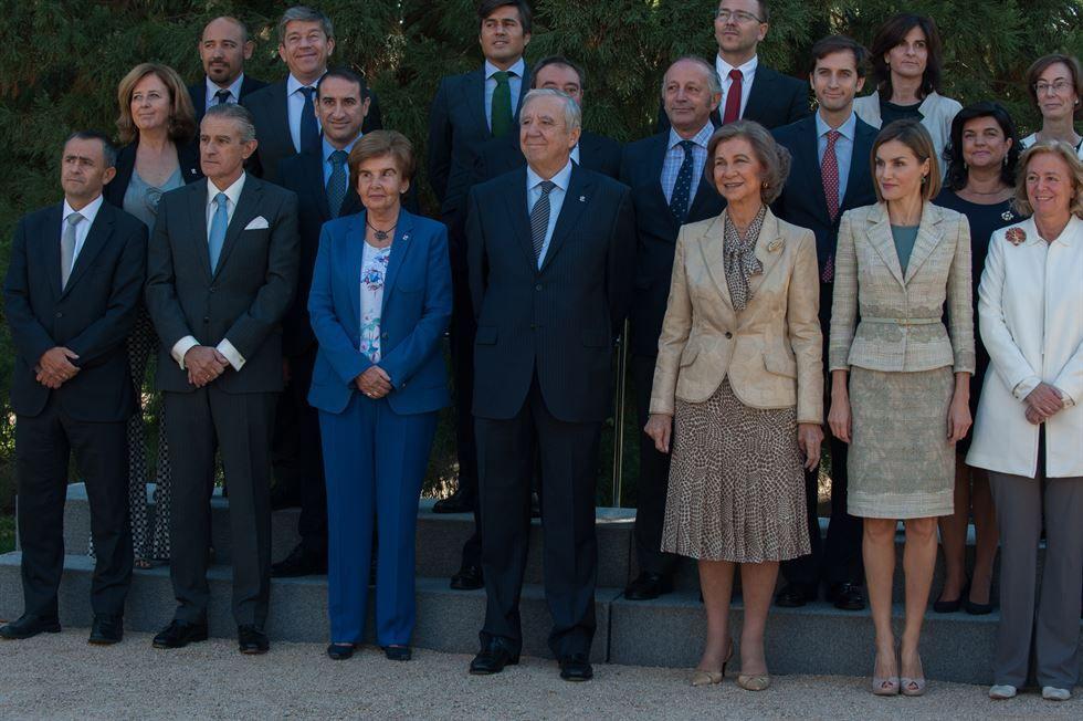 Doña Letizia y Doña Sofía junto a los asistentes a la reunión Palacio de La Zarzuela. Madrid, 29.09.2015