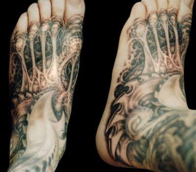 Biomechanical Feet #tattoos #biomech #biomechanical #feet http://tattoopics.org/biomechanical-feet/