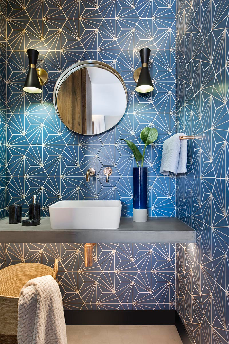 Bathroom Design Ideas A Blue Starburst Tile Demands Attention In 2020 Bathroom Design Blue Bathroom Modern Bathroom Design