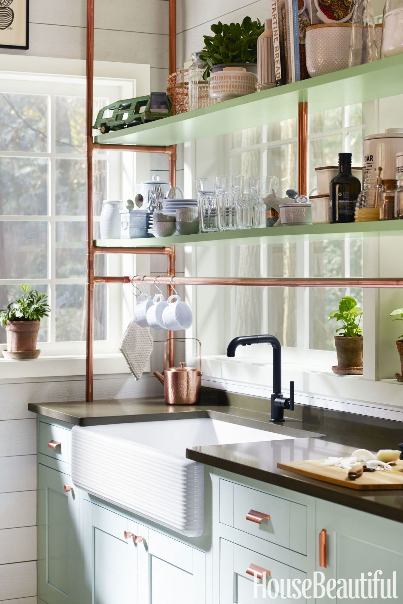 A tiny corner became the cutest kitchen with smart strategies