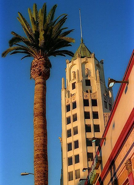 This structure was briefly the tallest in the city, until the Los Angeles City Hall was built in 1932.