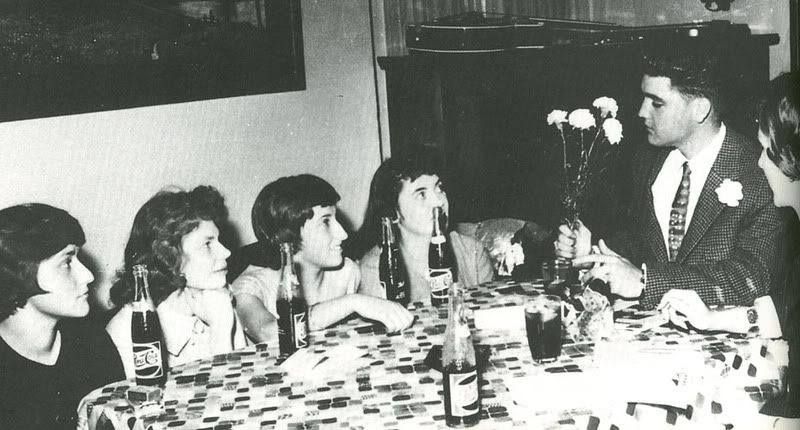 Elvis hosted 4 German teenagers at his home for tea, who had won this visit as part of a newspaper contest.