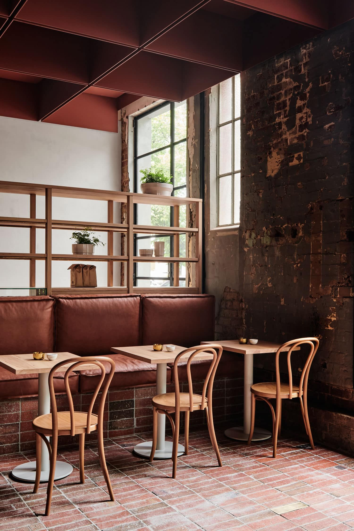 Cafe Möbel Bentwood Cafe In Fitzroy Melbourne By Ritz Ghougassian Design