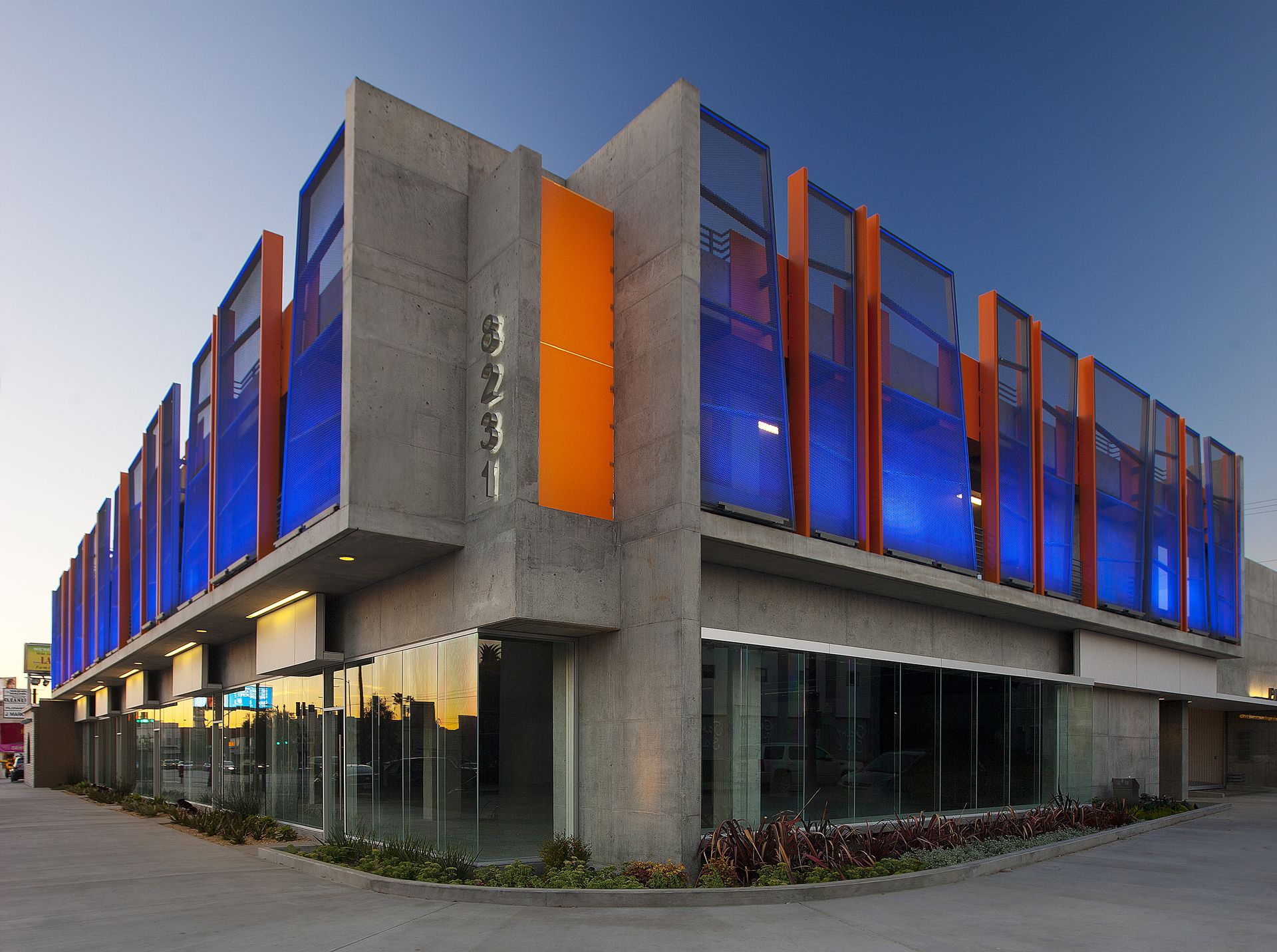 Parking Garage And Retail Space By Abramson Teiger Architects Www