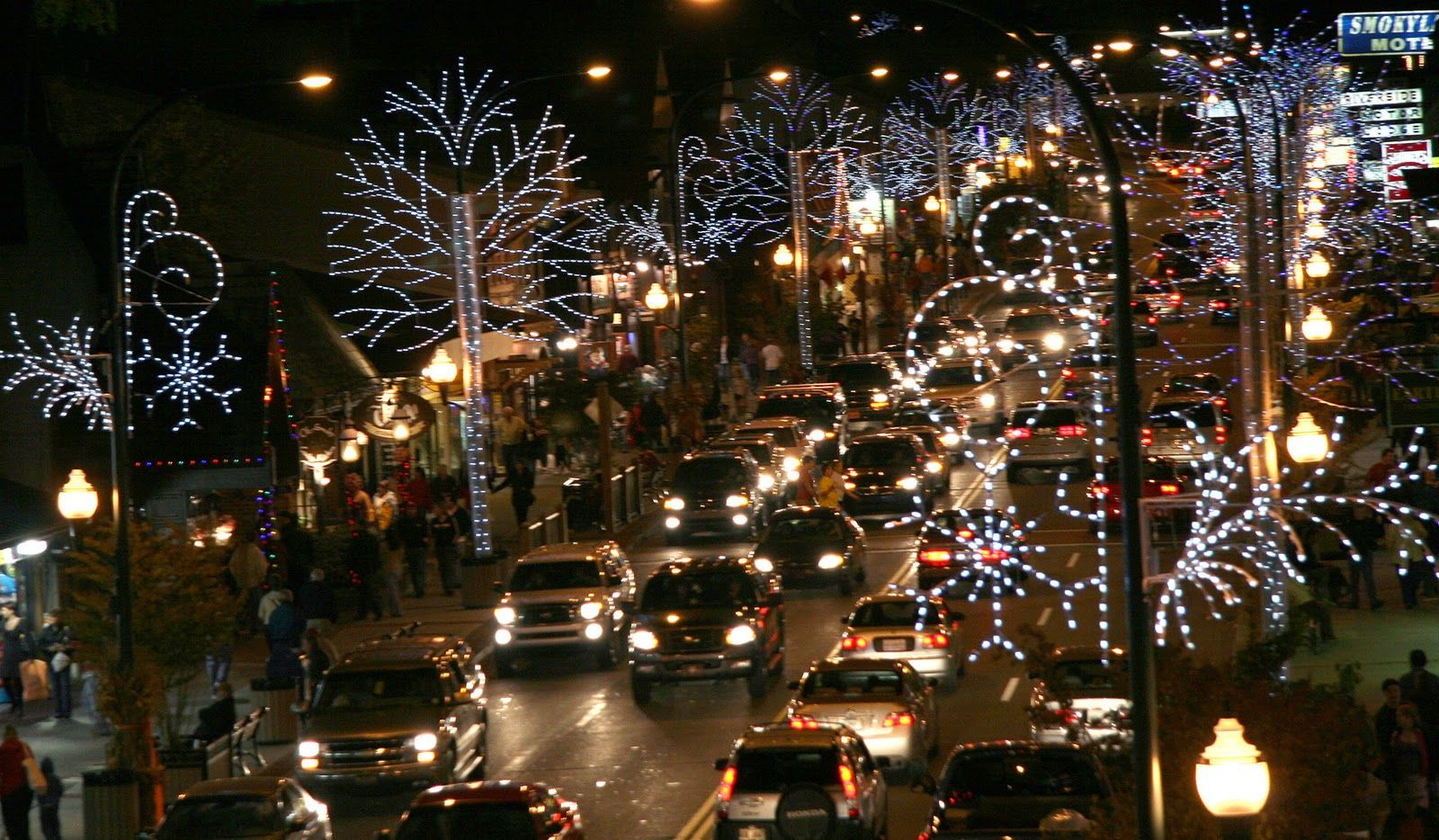 Learningtolimit Com Gatlinburg Christmas Christmas Town Gatlinburg Tennessee
