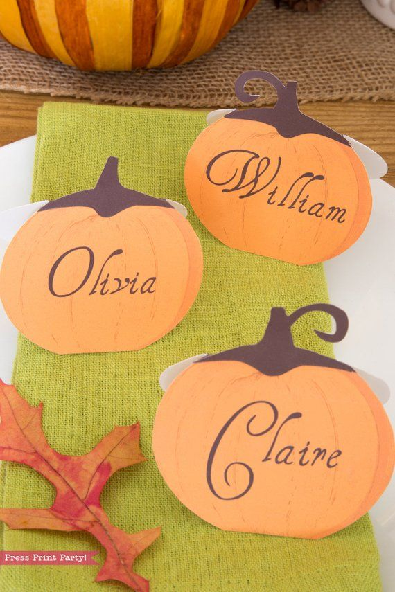 Thanksgiving Place Cards Printable - Rustic Pumpkins #pumpkindesigns