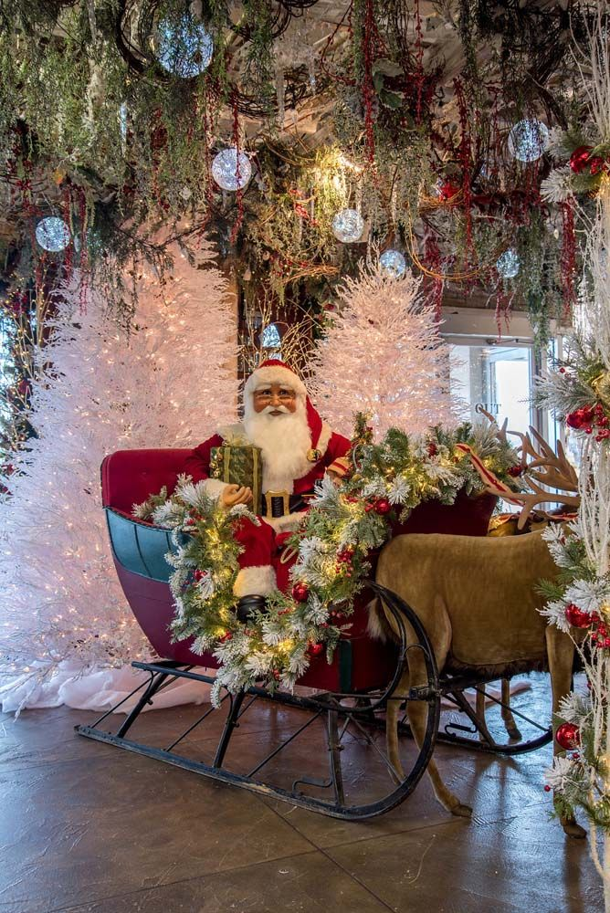 Decorators Warehouse Texas Largest Christmas Store In 2020 Storing Christmas Decorations Beautiful Christmas Decorations Victorian Christmas