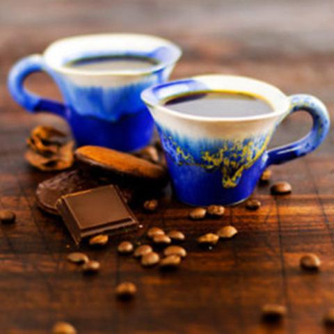 пей здесь кофе