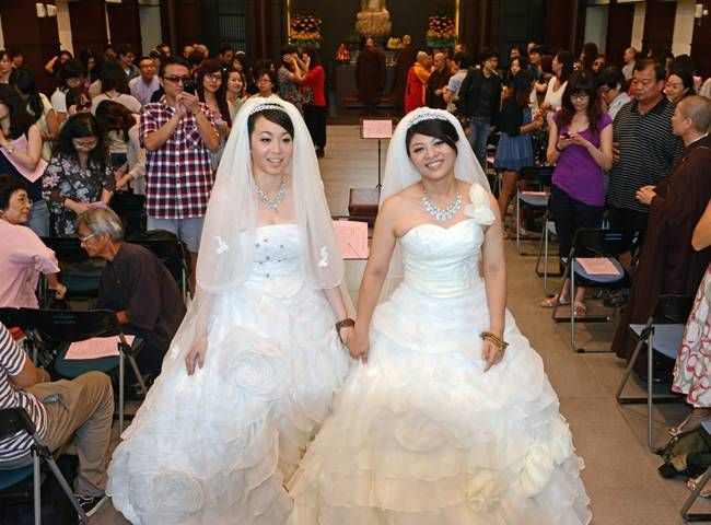 Matrimonio Budista : Histórico pareja taiwanesa protagoniza primer matrimonio