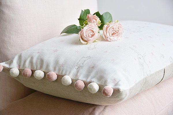 Ladies Daisy Floral Feather Pillow