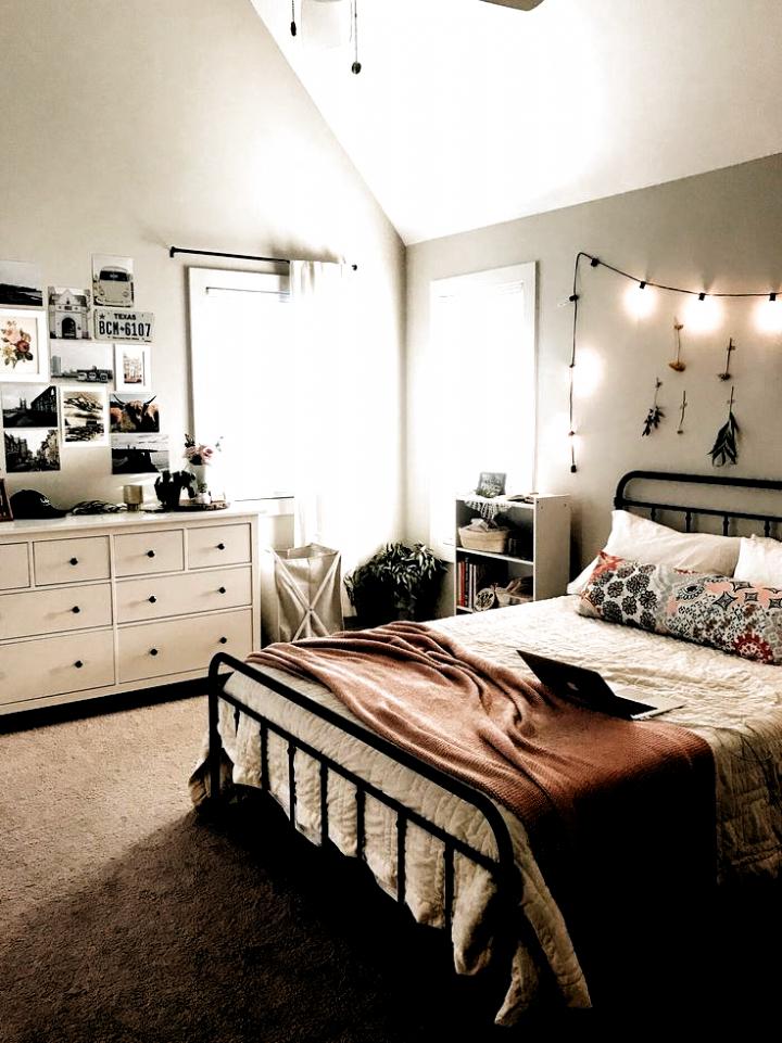 Matheney Platform Bed // ApartmentDesign