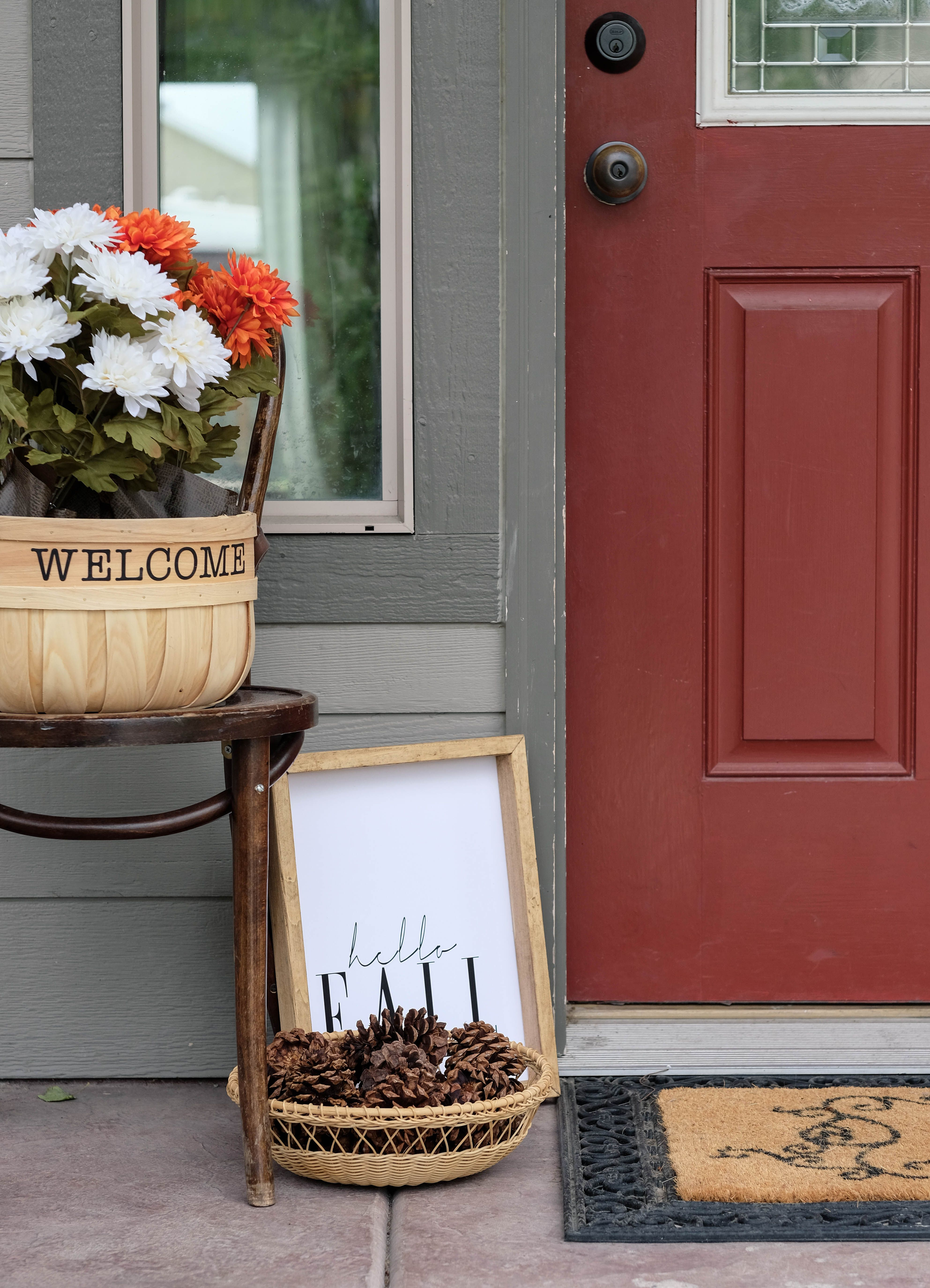 Fall Front Porch Decor (on a budget!)   Holiday Decor Ideas   Pinterest