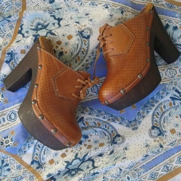 Vintage style perforated clogs Sz 7, brown leather clogs with lace front detail and rounded studs. Wooden platform and heels. They are in excellent used condition...minimal marks to the wood. The leather is beautiful...no cracking or staining. Sbicca Shoes Mules & Clogs