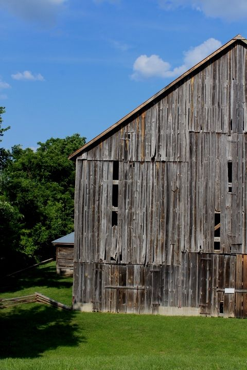 Old tobacco barn - Missouri | Rustic barn
