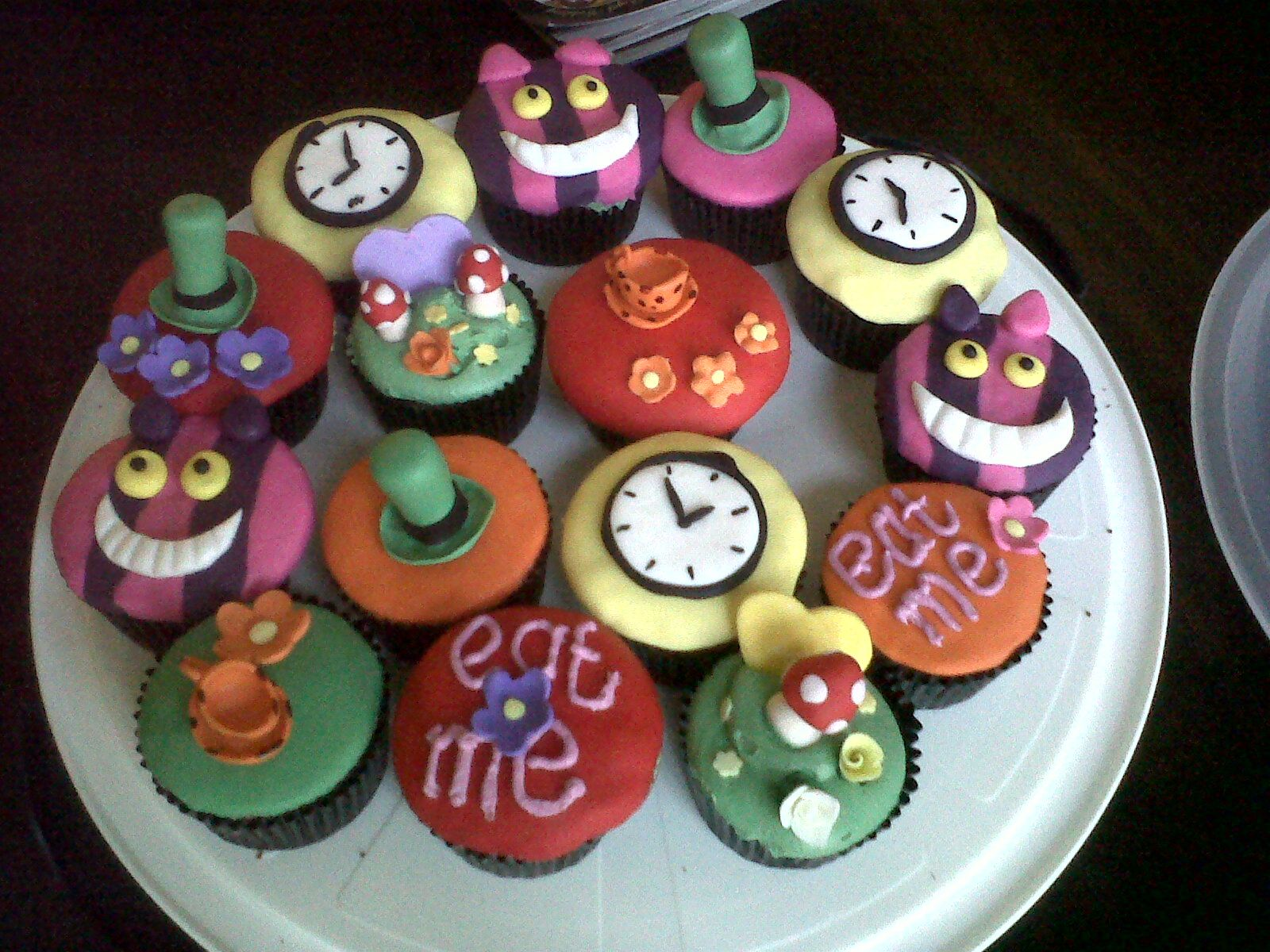 mad hatter cupcakes - photo #5