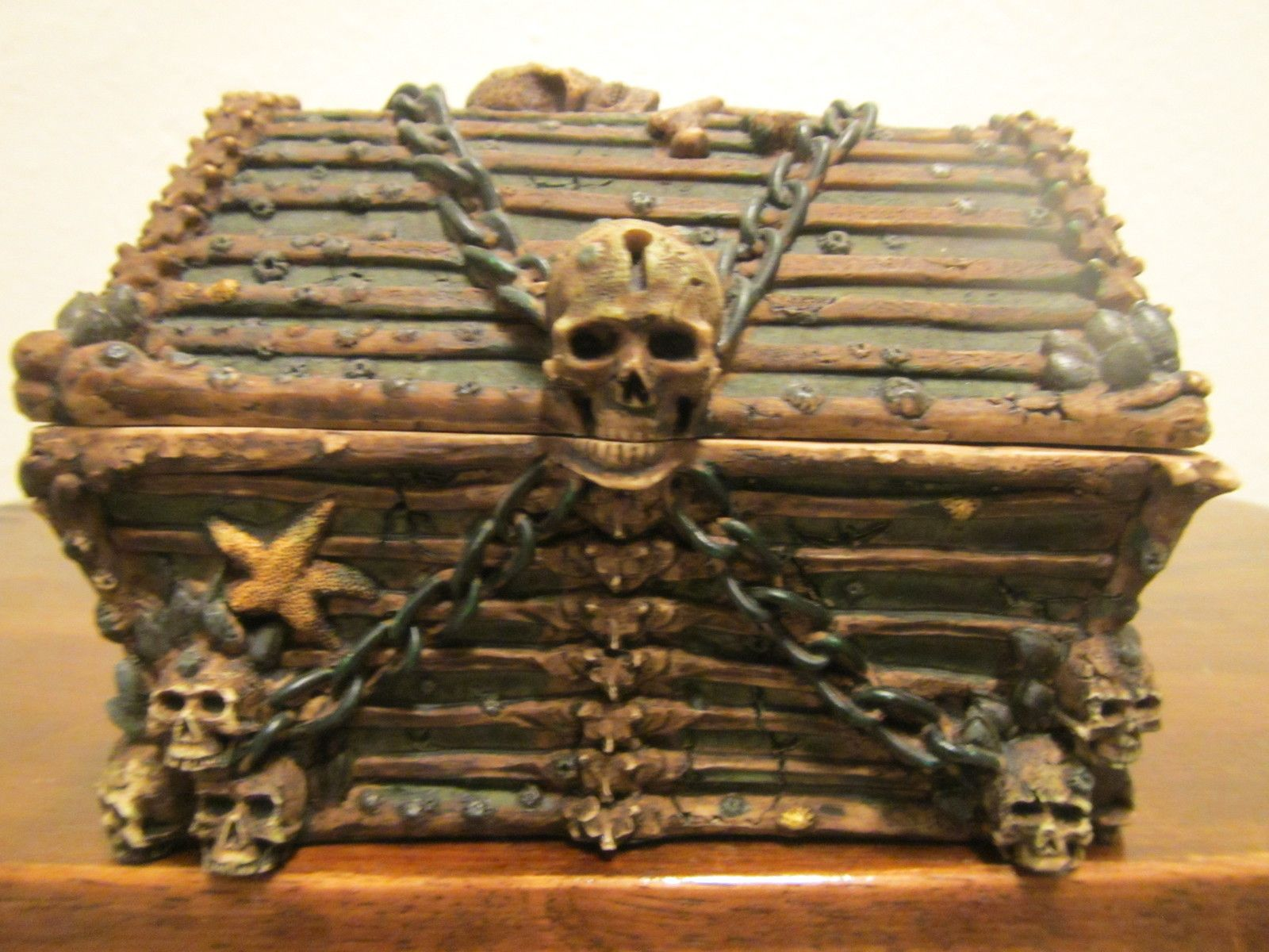 Disney Pirates Of The Caribbean Treasure Chest Ebay Treasure Chest Pirates Creepy Decor