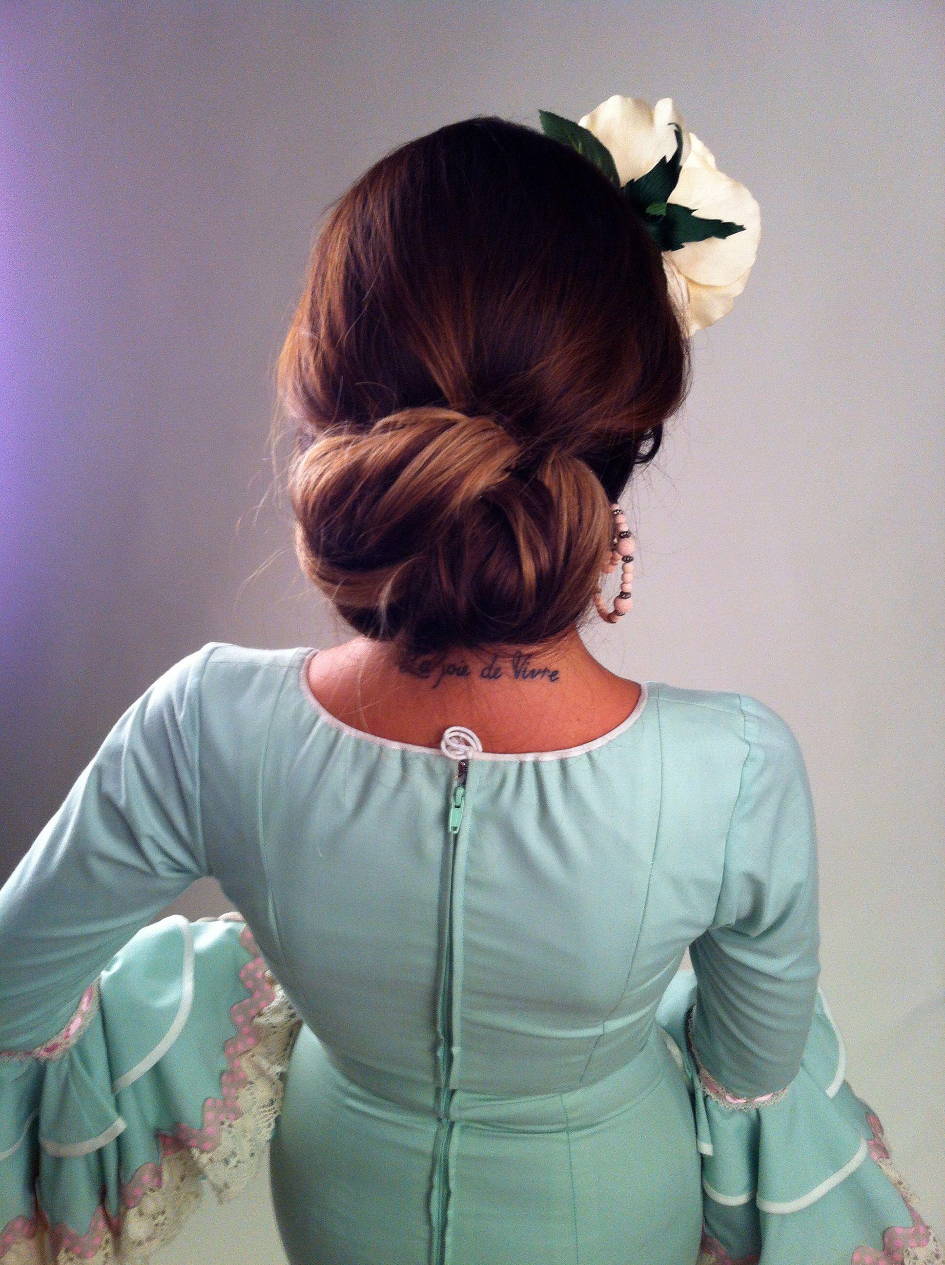 Miradas ganadoras con peinados de gitana Fotos de los cortes de pelo de las tendencias - Sesión fotos flamenca. | Hair styles, Hair hacks, Hairstyle