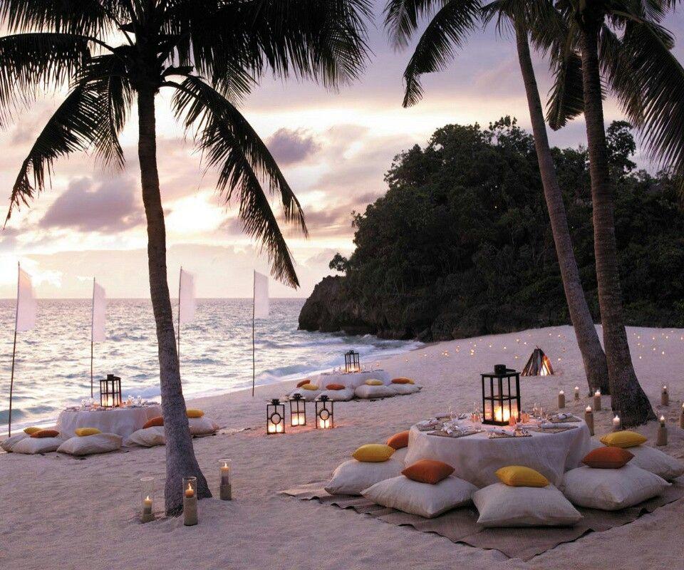 Party Island Beach: Dining In The Sand Beach Restaurant