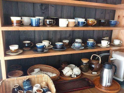 で、お皿やら何やら買った後のお楽しみが、このカフェスペース。「出西窯」とは、こんな素敵なところ! - ライター小春の京都暮らし