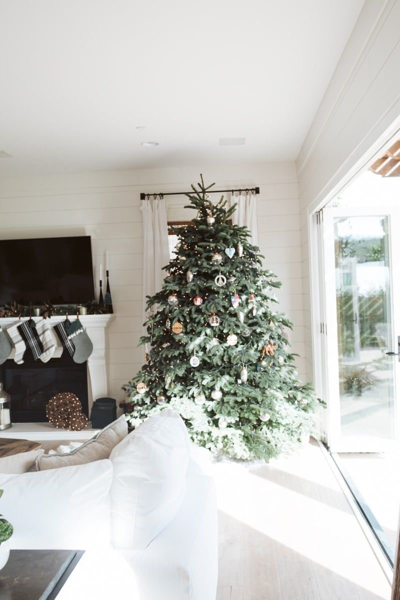 It's the most wonderful time of the year! And this holiday decor guide will give you all the ideas you need to make your home look amazing this Christmas! #christmas #christmasdecorideas #christmasdecorations #christmasdecor #christmashome #christmashomedecor #arhaus #ad