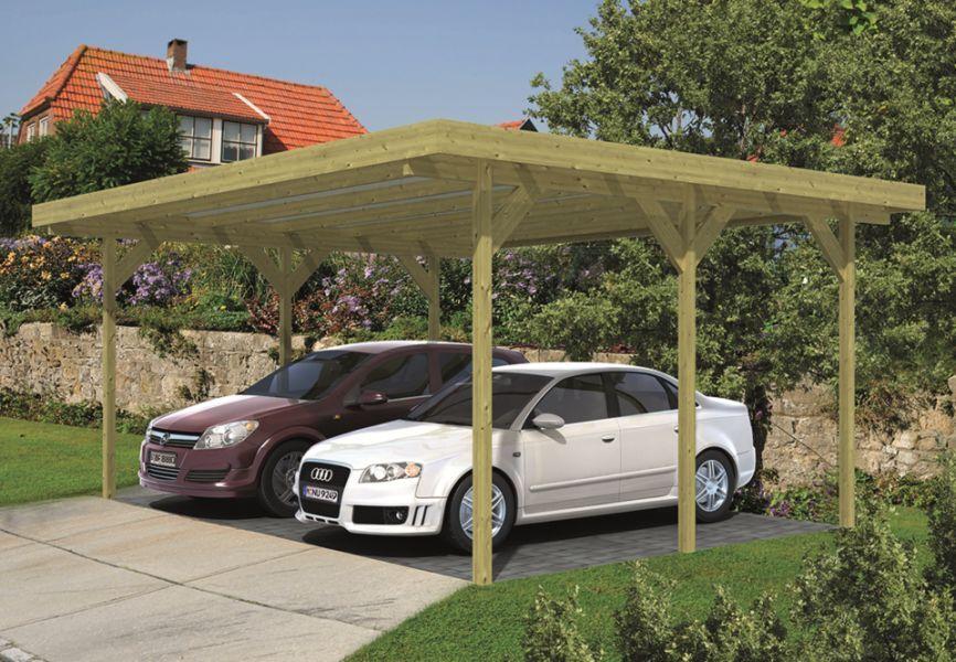 Een dubbele carport uit geïmpregneerd grenen waar twee SUV