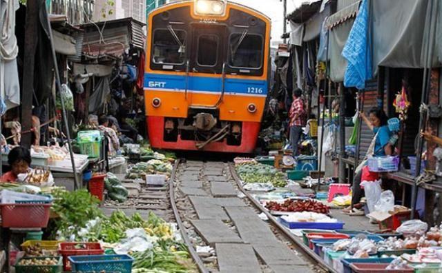 un mercado de Mae Klong, en Tailandia, - Recherche Google