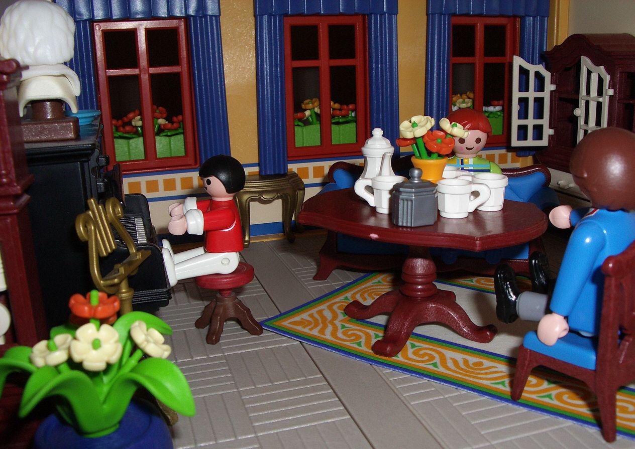 Woonkamer met pianomuziek in het Playmobil speelpoppenhuis (2004 ...