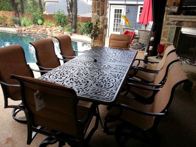 Hanamint Chateau x extension dining table and Mallin Volare sling swivel  dining chairs - patio furniture - outdoor dining - Hanamint Chateau 42