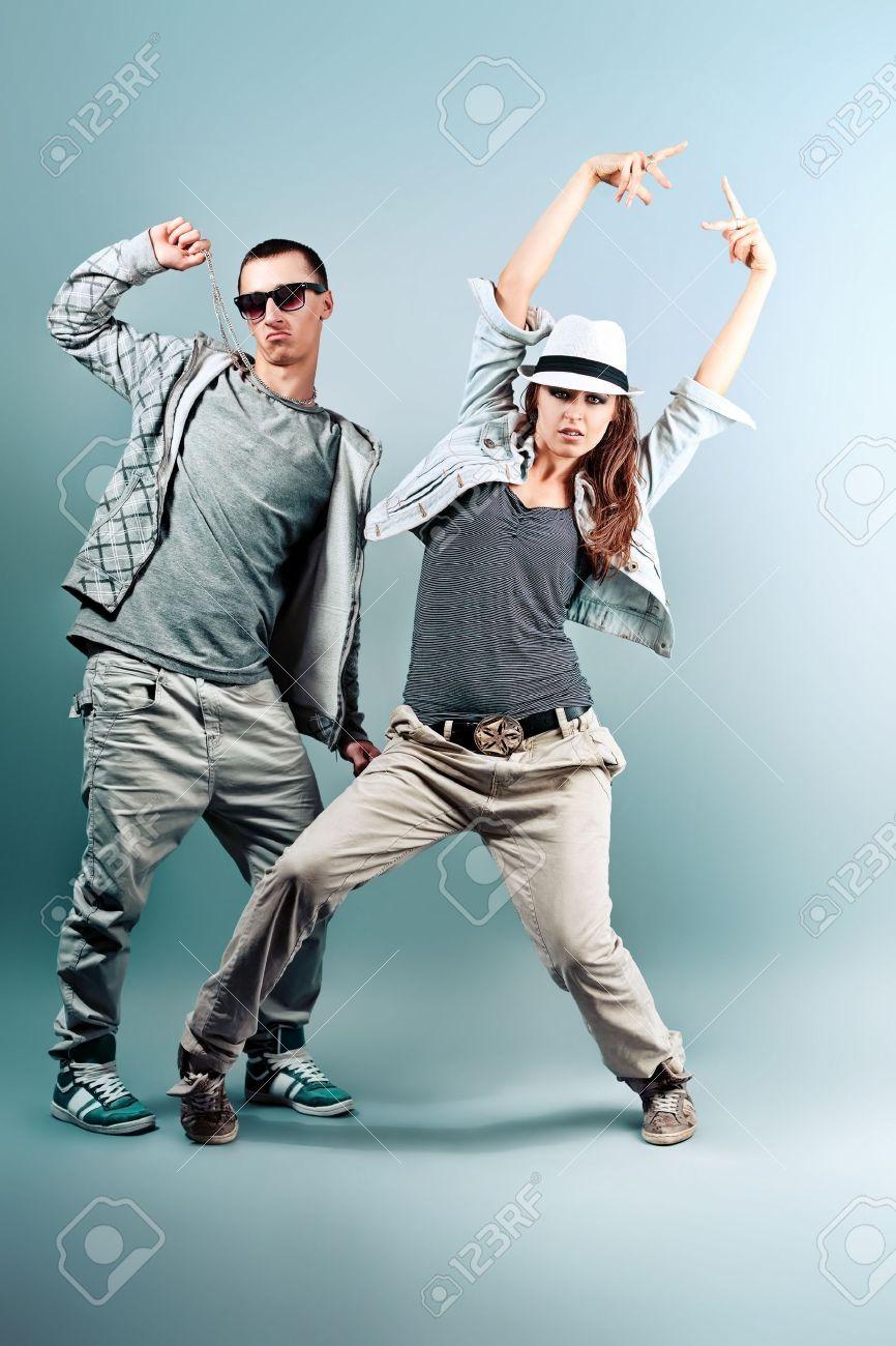 Un Couple De Jeune Homme Et Femme Au Studio De Danse Hip-hop. Banque  D Images Et Photos Libres De Droits. Image 10369189. 5962f0beacd