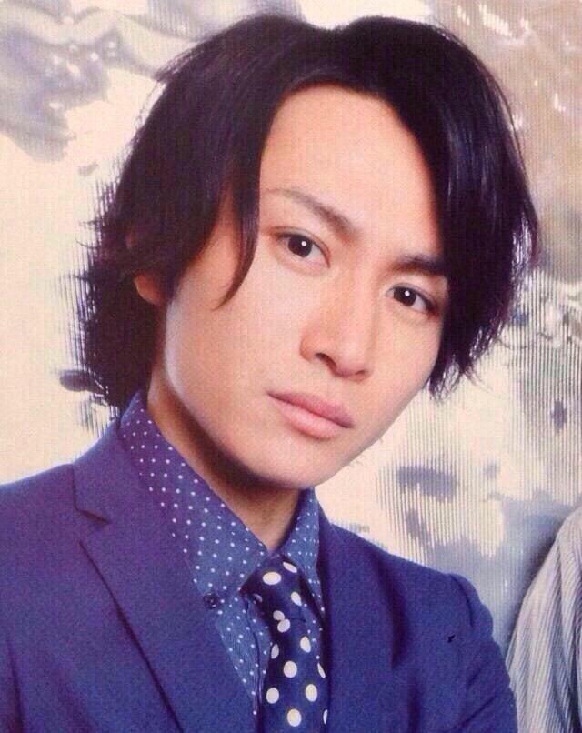 スーツ姿の安田章大