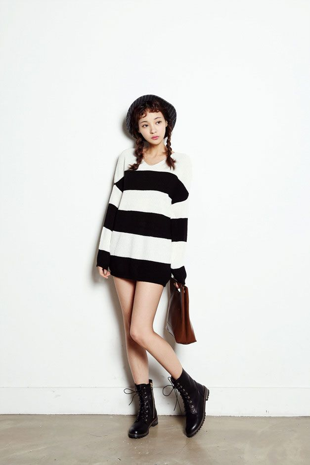 V Loose Knit Stripe Top