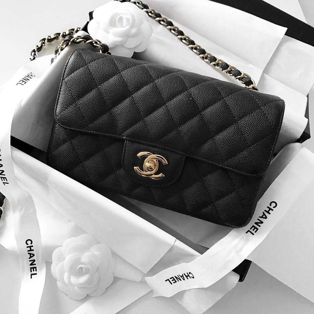 da61721117ad Chanel Mini Classic Flap bag, black caviar leather | pinterest: @Blancazh